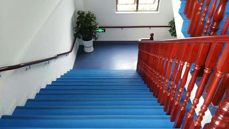 盐城建湖市童蕾蓝天幼儿园楼梯踏步铺设效果图