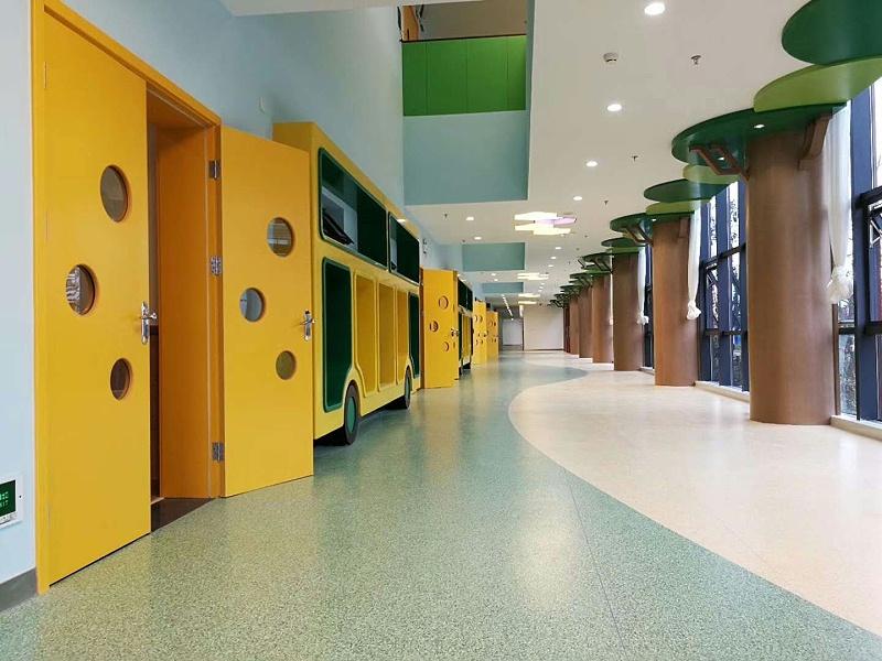 泰州市第一外国语学校附属幼儿园博凯同透地板铺设效果图6