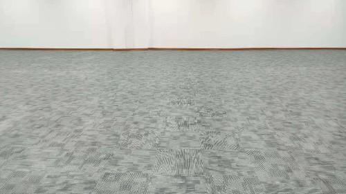办公场所用一片地毯还是一块地毯好?