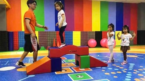 儿童体能馆塑胶地板核心作用