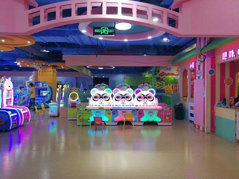 海陵区金贝儿童游乐园博凯复合地板铺设效果图3