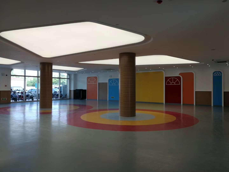 医药高新区蓝天幼儿园博凯PVC复合地板铺设效果图1