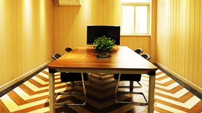 凤城橡塑公司会议室