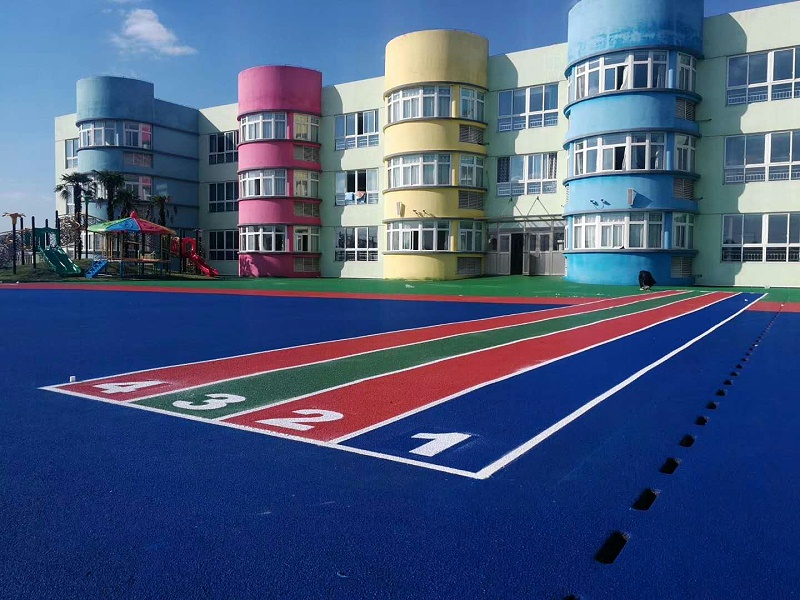姜堰区兴泰幼儿园室外自结纹塑胶场地铺设效果图3