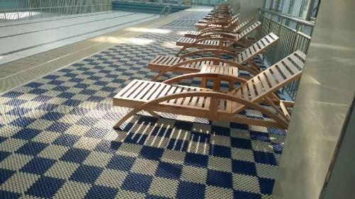 游泳池地面防滑地垫的优势