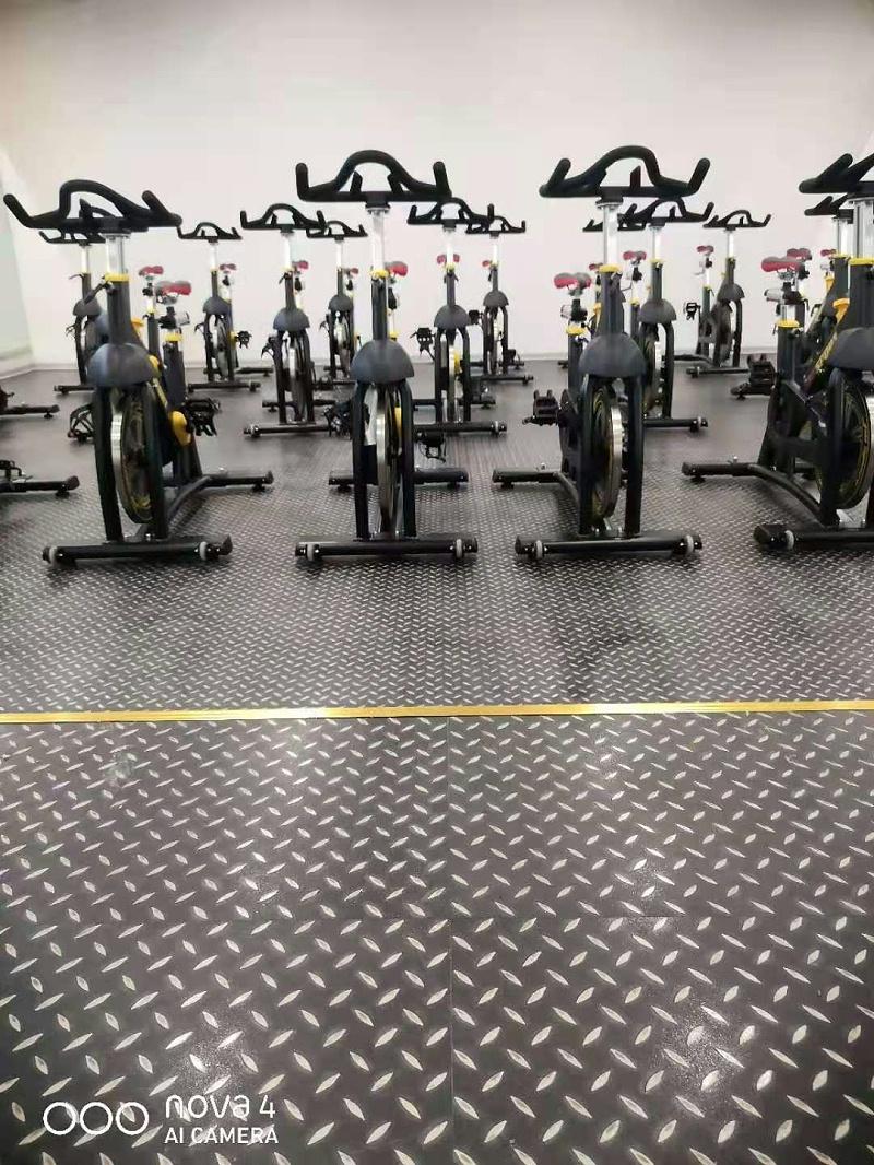 健身房钢板纹PVC片材地板